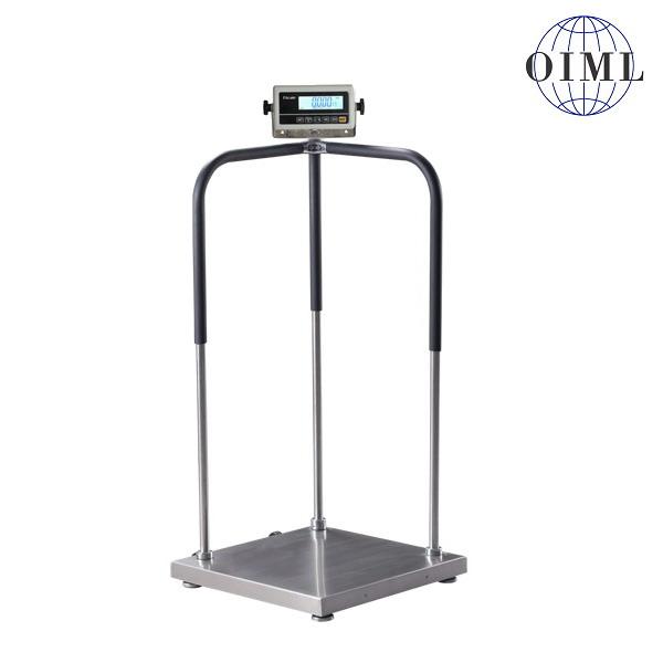 LESAK 1T6060LODRWP, 150kg/50g, 600mmx600mm (Osobní certifikovaná lékařská váha s madly pro vážení osob se sníženou stabilitou)
