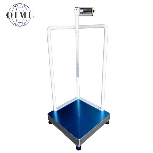 LESAK 1T6060LOVDRWP, 150kg/50g, 600mmx600mm, s výškoměrem (Osobní certifikovaná lékařská váha s madly a výškoměrem pro vážení osob se sníženou stabilitou)